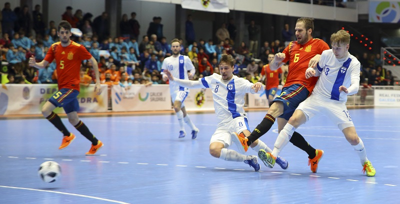 the difference between indoor soccer and futsal