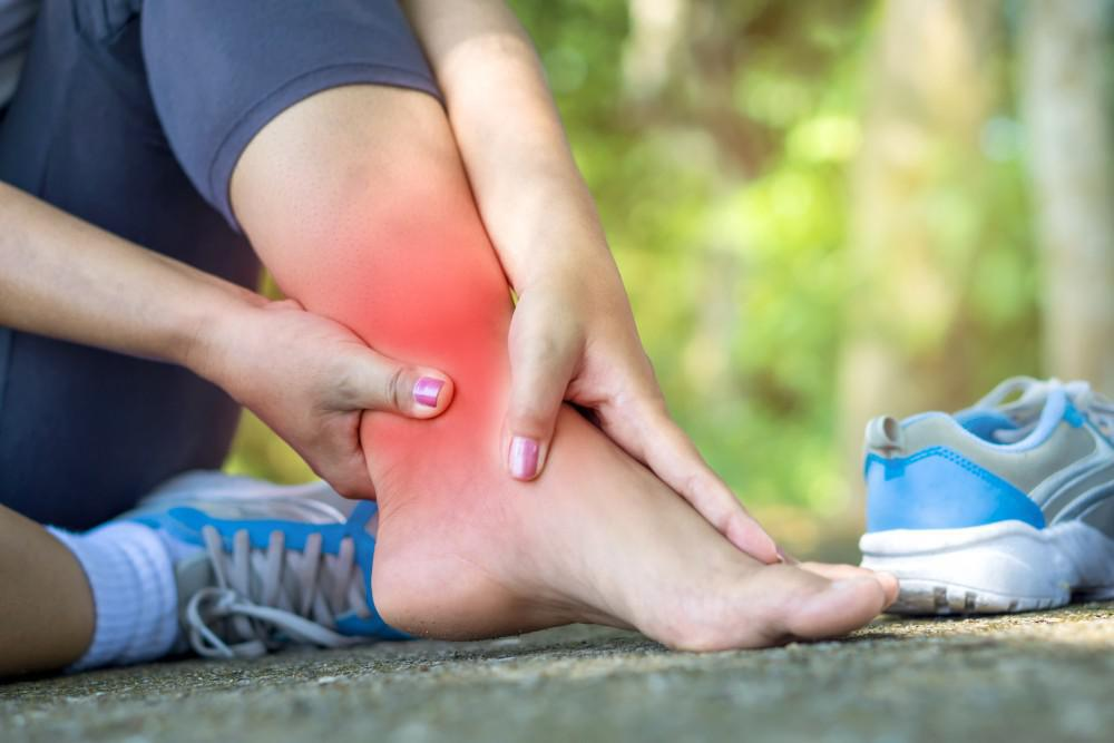 what is the difference between a sprain and a strain coastalfloridasportspark 2